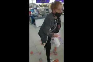 Argentina: Người phụ nữ vừa ăn trộm 27 hộp cá 'vừa la làng'