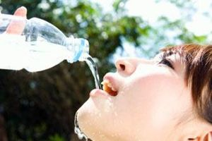 Uống không đủ nước có thể mắc nhiều bệnh nguy hiểm