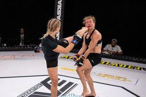 Cận cảnh cú đá tuyệt đỉnh khiến đối thủ bật ngửa của nữ võ sĩ Thụy Điển