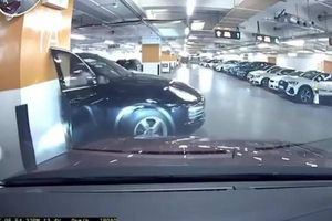 Porsche Cayenne 'gãy cánh' sau pha xử lý bất cẩn của nữ tài xế