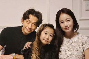 Vợ chồng Kim Tae Hee bị chê xuống sắc trong tiệc thôi nôi của con gái thứ 2