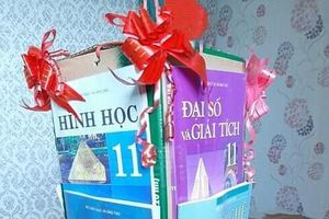 Lồng đèn Trung thu gây 'ám ảnh' nhất: Chất liệu làm bằng... sách giáo khoa!