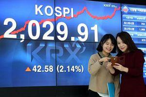 Thanh niên Hàn Quốc mong làm giàu từ chứng khoán
