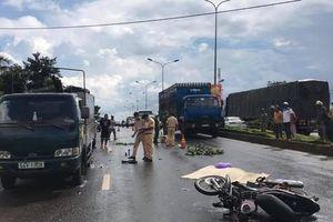 Mưa lớn, tông xe tải đậu bên đường, người đàn ông tử vong tại chỗ.