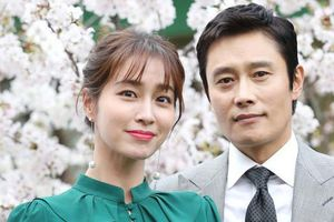 Lee Min Jung nói gì khi chọn cách cắn răng bỏ qua scandal chồng ngoại tình lúc vợ mang bầu