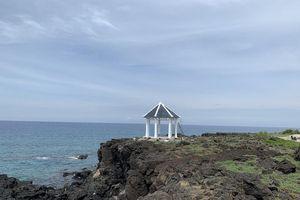 Tháo dỡ điểm dừng chân du lịch xây trên bãi đá nham thạch ngàn năm tuổi ở đảo Bé-Lý Sơn