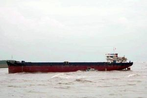 Cứu hộ một tàu chở hàng mắc cạn trên biển cùng 9 thuyền viên