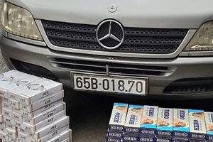 Giấu gần 1.600 bao thuốc lá lậu trong xe khách