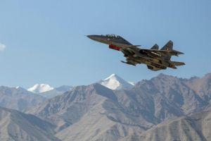 Ấn Độ thử nghiệm chiến đấu cơ gần biên giới khi đang hội đàm với Trung Quốc