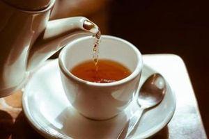 Uống trà thế này chẳng khác nào uống... thuốc độc