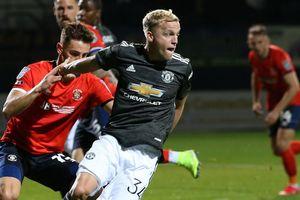 Lần đầu đá chính ở M.U, Van de Beek được động viên 'xuất sắc nhất trận'