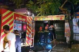 Cứu 2 người thoát nạn trong đám cháy lúc rạng sáng
