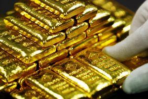 Ngân hàng Phố Wall kiếm đậm nhờ vàng và dầu mỏ