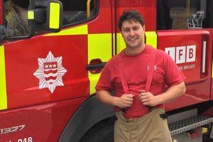 Diễn viên Tony Discipline làm lính cứu hỏa