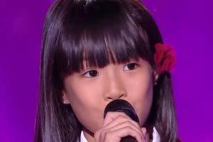 Cô bé 8 tuổi hát 'Bonjour Vietnam' bằng ba thứ tiếng