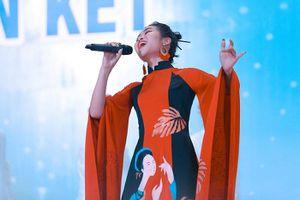 Nhiều thí sinh trẻ tranh tài tại vòng bán kết Giọng hát hay Hà Nội 2020