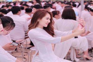 Nữ sinh thi Hoa hậu Việt Nam đẹp 'gây mê' trong áo dài trắng