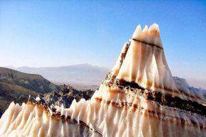 Bí ẩn ngọn núi và sông băng khổng lồ được tạo ra từ muối