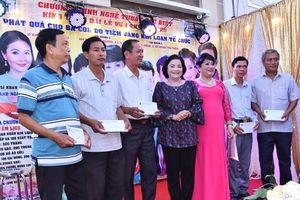 Công ty Kim Loan trao quà cho các gia đình khó khăn huyện Cù Lao Dung