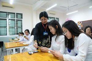 Học sinh được dùng điện thoại trong giờ học: 'Quy định táo bạo và mạo hiểm'