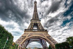 Pháp: Tìm kiếm vật khả nghi sau cuộc gọi đe dọa đánh bom Tháp Eiffel