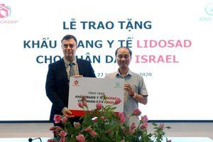 Việt Nam trao tặng 100.000 khẩu trang y tế cho Israel