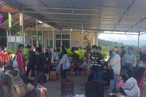 TT - Huế: Đón sinh viên Lào trở lại học tập sau dịch Covid-19