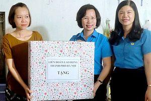 Liên đoàn Lao động thành phố Hà Nội tặng quà con công nhân dịp Tết Trung thu