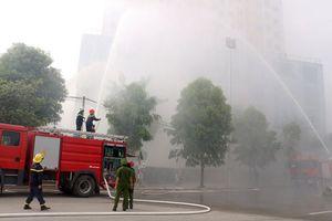 Tình huống cứu người mắc kẹt trên cao tại buổi diễn tập chữa cháy, cứu nạn