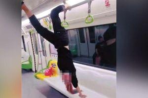 Người phụ nữ gặp sự cố trên tàu hỏa ở Trung Quốc