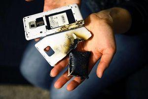 Bị sét đánh tử vong khi đang dùng điện thoại