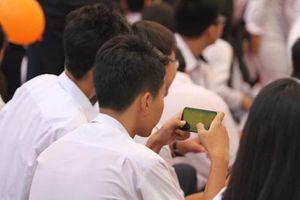 Tranh luận học sinh dùng điện thoại trong lớp: Phản đối vì sợ?