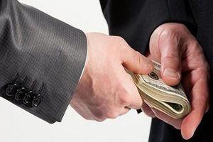 Nguyên Chủ tịch xã để kế toán tham ô tiền đóng góp của dân