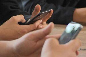 Nhiều lo ngại khi học sinh được sử dụng điện thoại trong giờ học