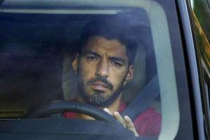 Luis Suarez bật khóc sau buổi tập cuối cùng trước khi rời Barca