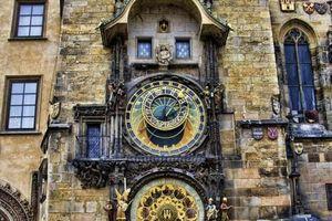 Đồng hồ thiên văn ở Praha và nghi thức chuyển giờ kỳ lạ