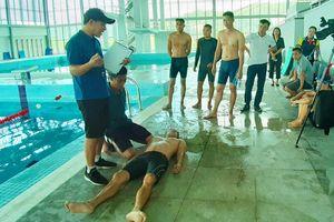 Tập huấn nghiệp vụ bơi an toàn và phòng, chống đuối nước khu vực miền Tây