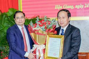 Công bố Quyết định chuẩn y đồng chí Lê Tiến Châu giữ chức Bí thư Tỉnh ủy Hậu Giang