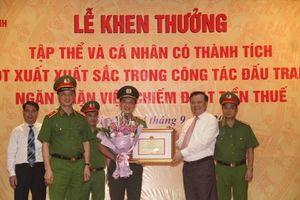 Bộ trưởng Bộ Tài chính trao Bằng khen cho Công an tỉnh Phú Thọ