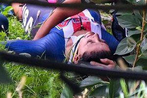 Nhà vô địch đua xe đạp thế giới mất lái, rơi xuống đồi