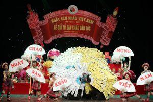 Đông đảo nghệ sĩ tham dự Giỗ Tổ sân khấu
