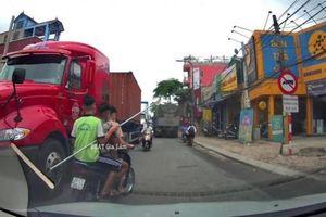 Vụ 3 thanh niên cưỡi xe máy, cầm dao phóng lợn dài 2,5m đi đánh nhau ở Hà Nội: Xác định danh tính