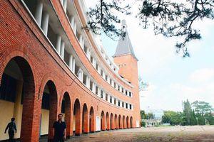 Ngôi trường đẹp bậc nhất Việt Nam có nguy cơ 'mất tên'