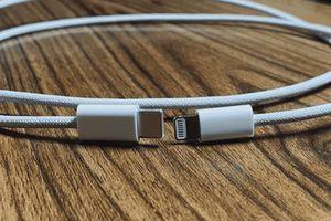 Lộ ảnh cáp bện của iPhone 12: xịn hơn và bền hơn