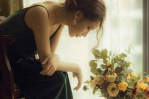 Đàn bà chẳng ai muốn mình sống nhạy cảm và cũng không ai thích bản thân mình phải đa nghi