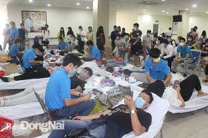Tiếp nhận 240 đơn vị máu hiến