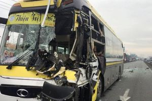 Tai nạn giao thông mới nhất hôm nay 26/9: Xe khách húc bay xe tải, tài xế tử vong trong ca bin