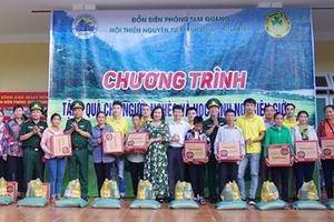 Tặng quà người nghèo và học sinh xã biên giới Tam Quang