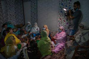Cận cảnh đám cưới 'khác thường' ở vùng Kashmir thời COVID-19