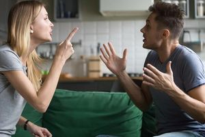 Vợ chồng khắc khẩu – lỗi tại 'thầy'?